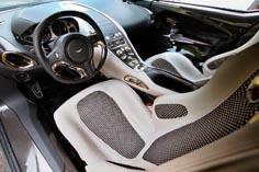 Авто Aston-Martin салон
