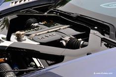 Авто Aston-Martin двигатель