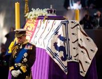 Принц Чарлз на похоронах матери Елизаветы 2