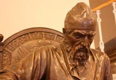 Иван Грозный - памятник из бронзы