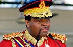 Король Свазиленда Мсвати III в форме