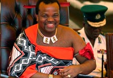 Король Свазиленда Мсвати III в национальном наряде