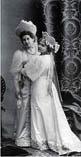Анна Александровна Вырубова (слева) с сестрой Александрой Александровной Танеевой на костюмированном бале 1903 года