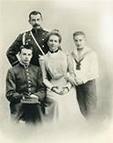 Юсуповы: Князь Феликс Сумароков, его жена Зинаида Николаевна, и их дети Николай и Феликс (младший)