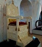 Александровская Слобода деревянная копия костяного трона привезенного на Русь Софьей Палеолог