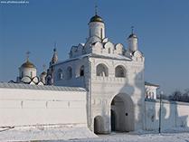 Суздальский Покровский монастырь, надвратная Рождественская церковь