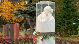 Москва Памятник на могиле Надежды Аллилуевой