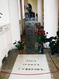 Питер Плита на могиле Суворова в Александровской Лавре