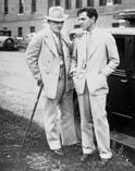 Скульптор Гатсон Борглем слева