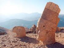 Головы на горе Немрут, Турция