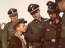 Генрих Гиммлер в окружении офицеров