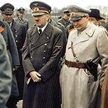 Адольф Гитлер и Герман Геринг на первом плане
